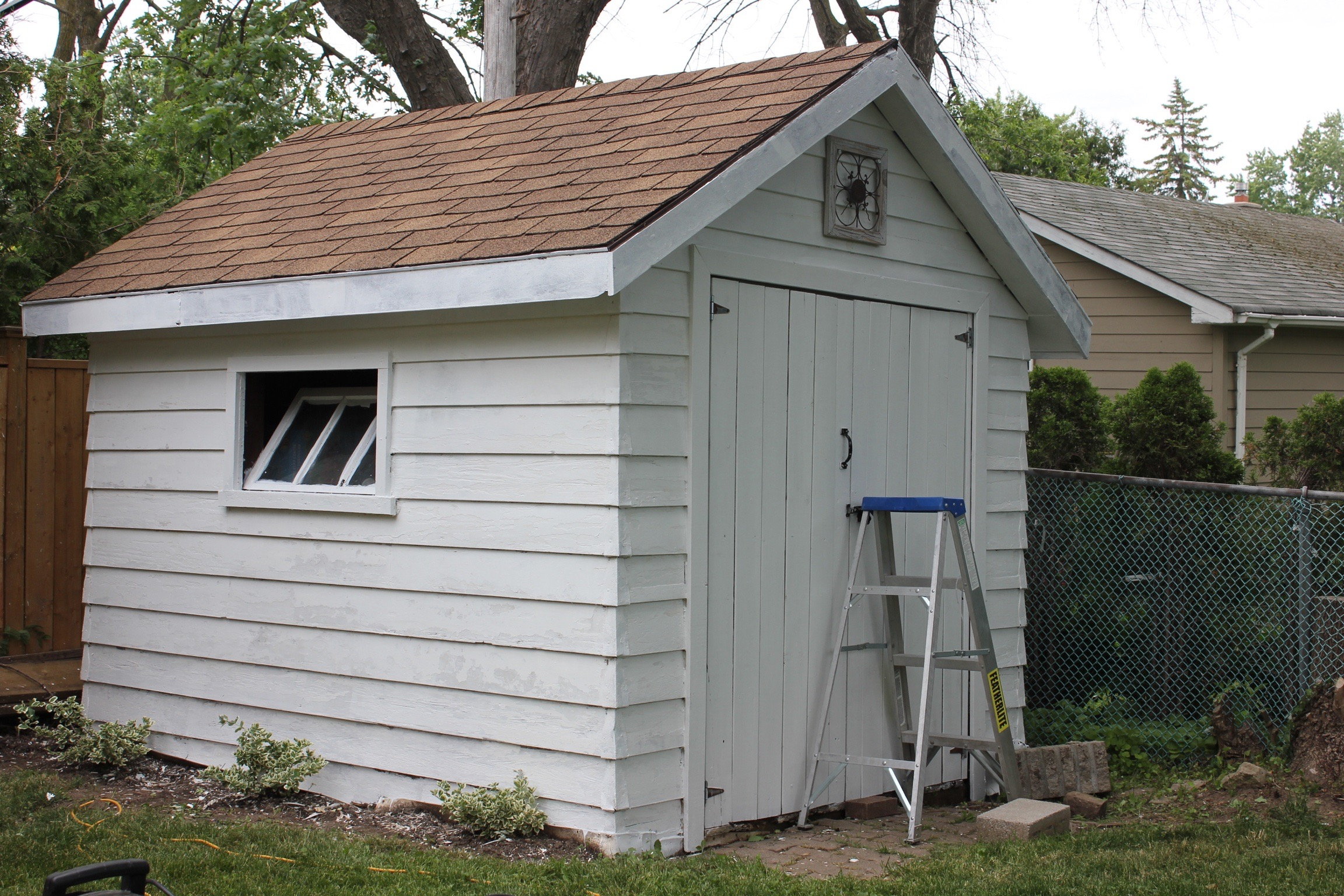 paint backyard make fab shed the peel based that a and didn sure help it primer likely scene homeowners was for sheds with we oil t provided s so drab given from to recommendation img would stealers age